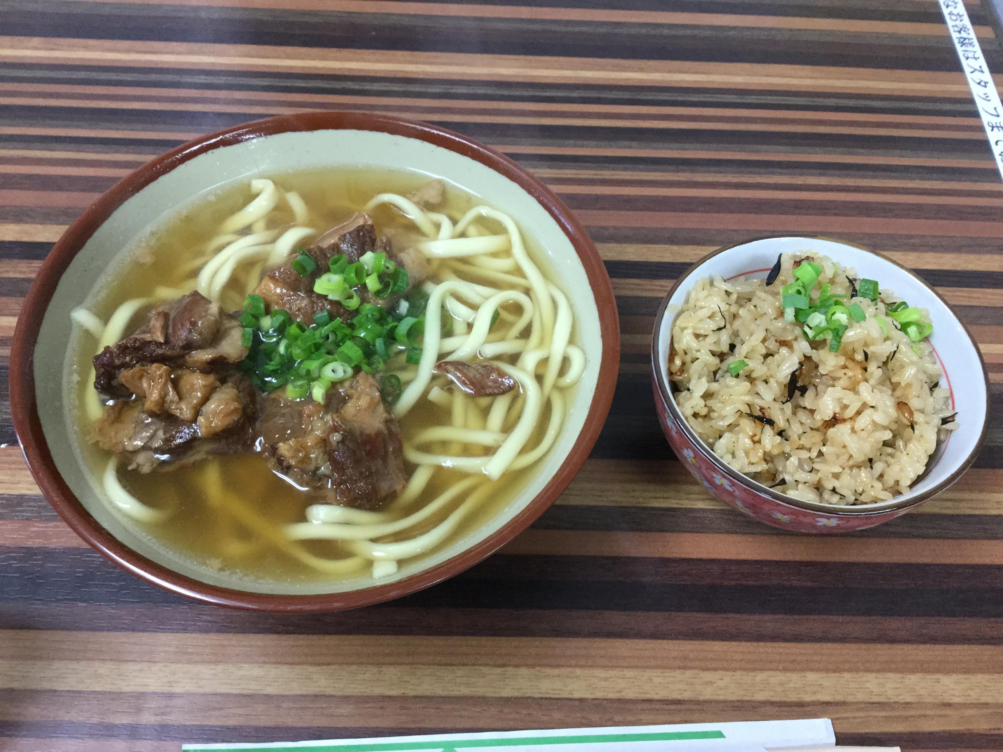 沖縄・宜野湾市「ちゅるげーそば」で沖縄そばを食べた