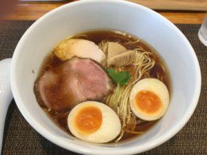 沖縄・西原町「らぁ麺やな木」の醤油ラーメンは王道の美味しさ