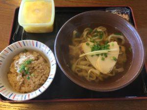沖縄・西原町「ちょーでーぐぁ」で沖縄そばのセットメニューを食べた