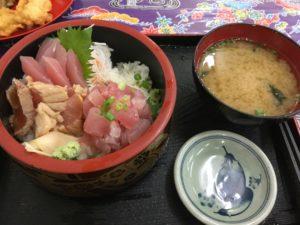 沖縄・宜野湾市「鮮魚と魚の唐揚げ 琉球」は琉球の食べものが食べれる大衆食堂