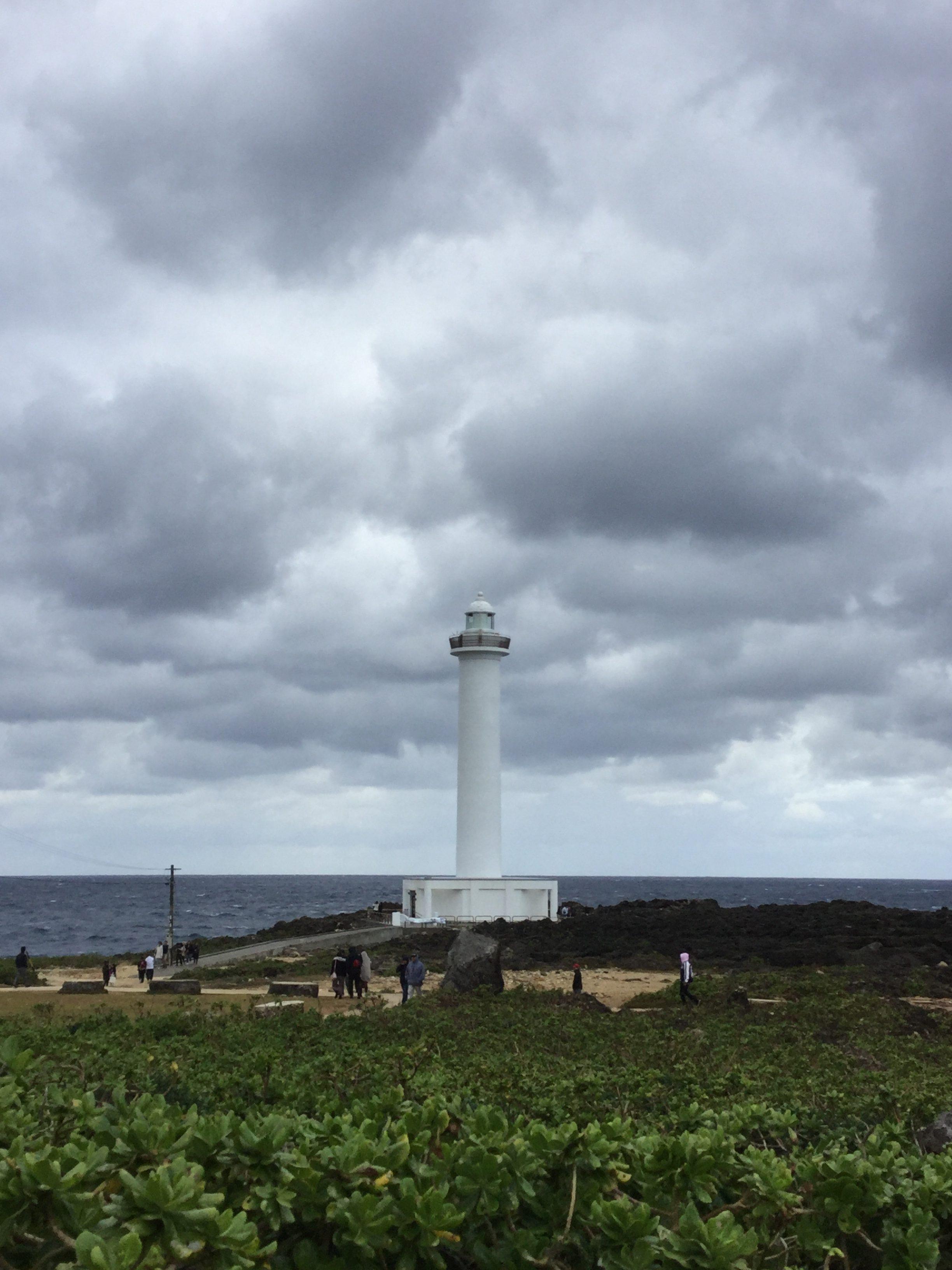沖縄・読谷村「残波岬」に打ち寄せる荒波がすごい