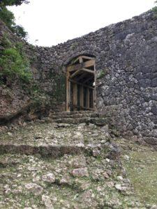 沖縄・南城市「知念城」は小さいけど立派な石垣の城跡だった