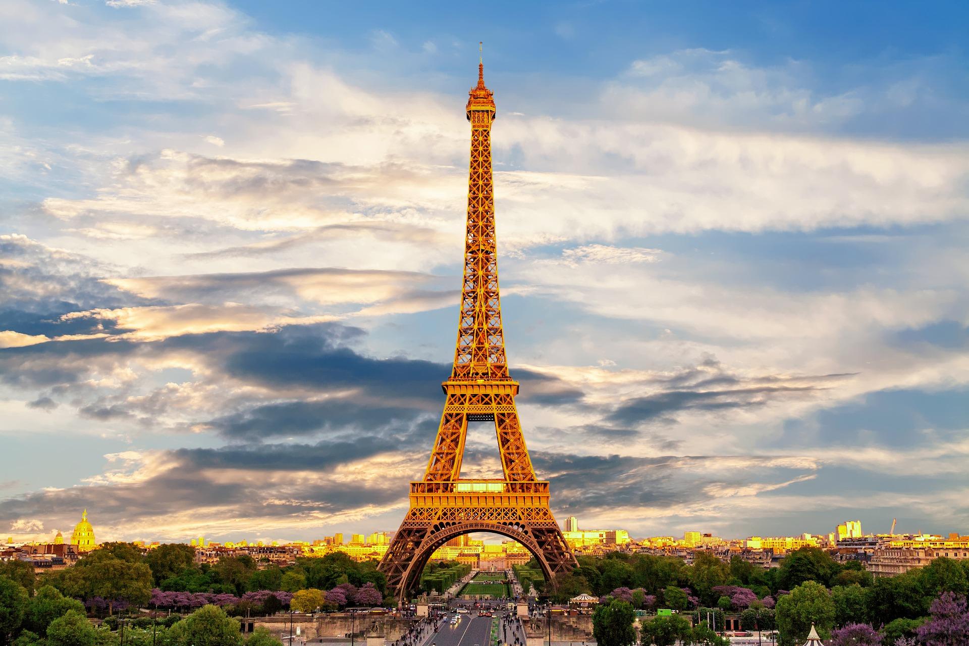 映画「パリより愛をこめて」優雅なパリでイケメンと破天荒のコンビが奔走する