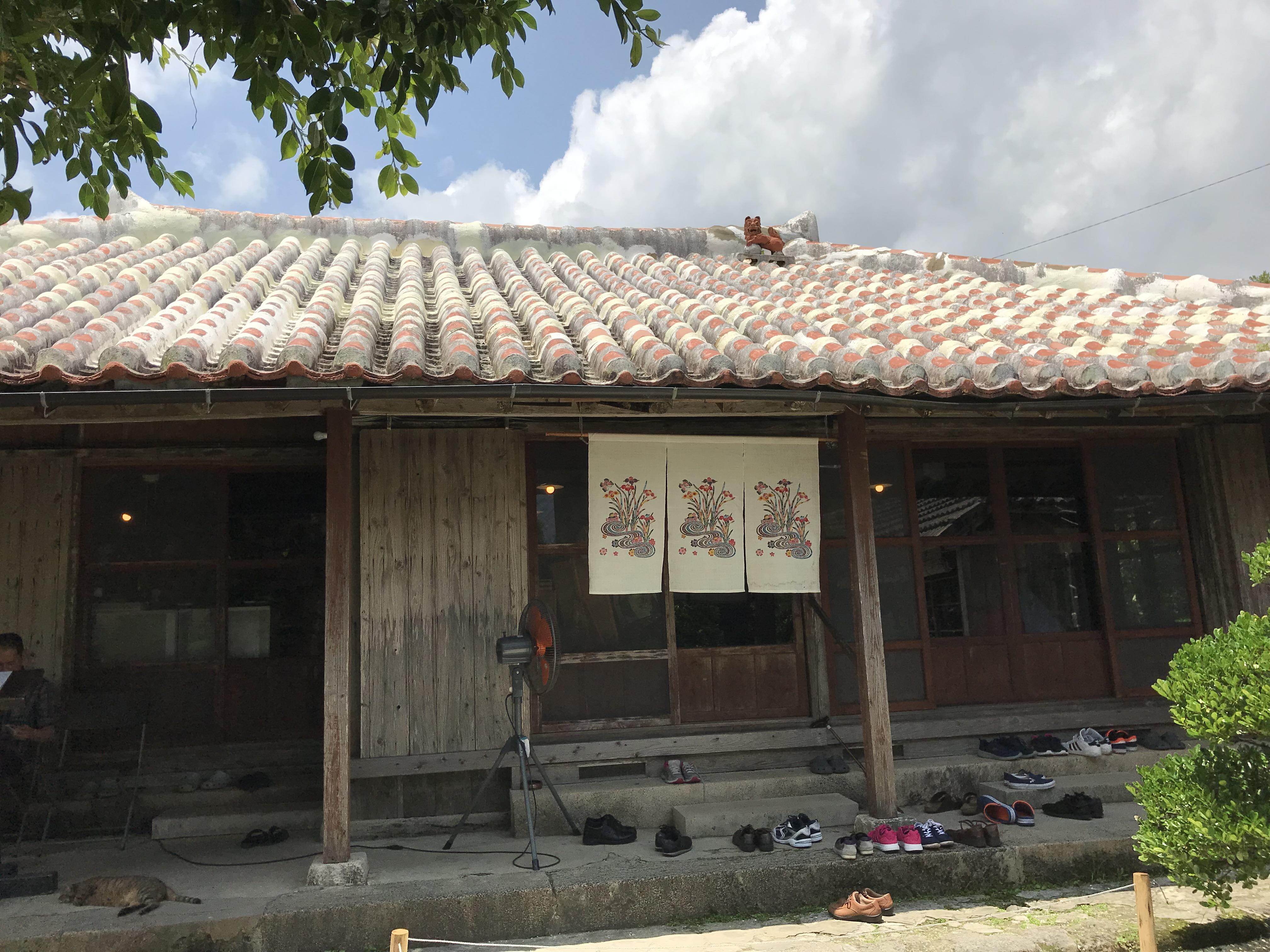 沖縄・八重瀬町「屋宜家」のソーキそばは評判通りのおいしさだった