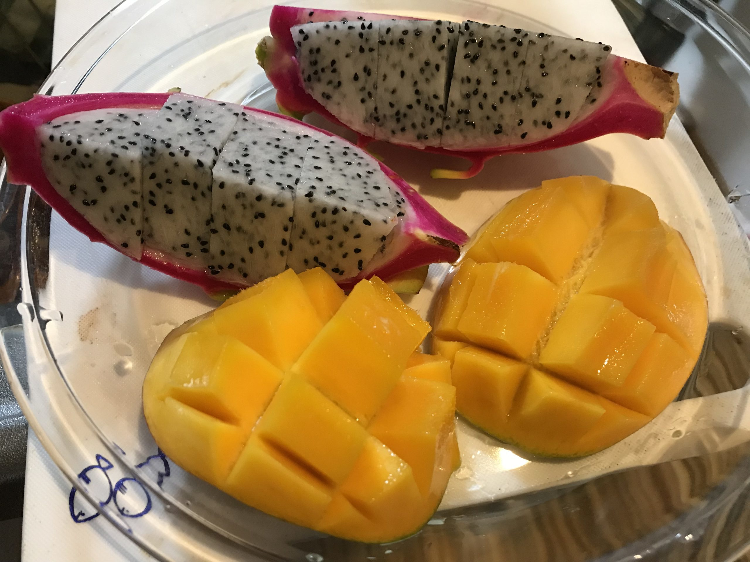 沖縄に来たら食べたい南国フルーツ