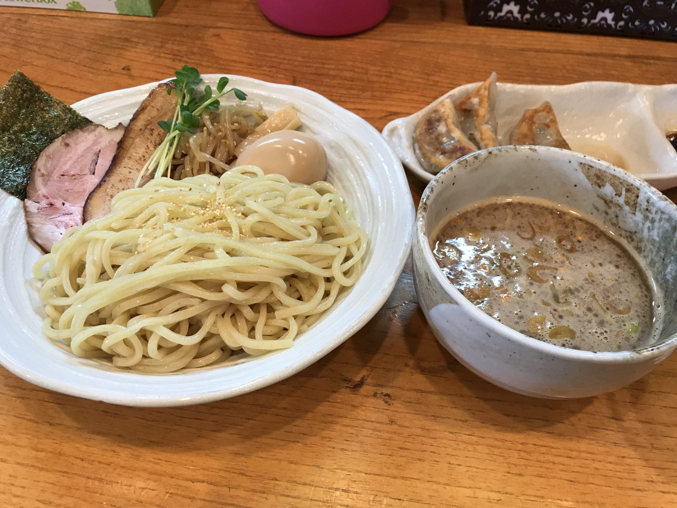 沖縄・読谷村「麺屋シロサキ」柚子つけ麺が革命的で、いろんな限定麺も味わえる